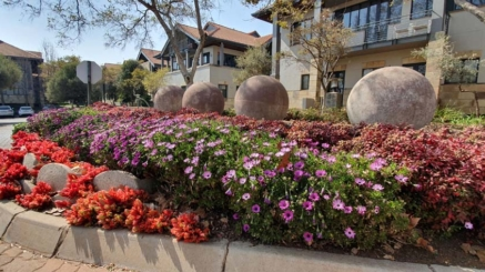 Garden_Feature(4)_at_Highgrove_Office_Park_done_by_the_garden_group